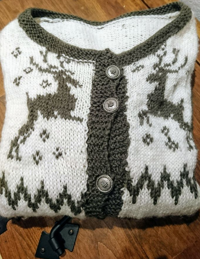 Strickjacke Trachtenstil